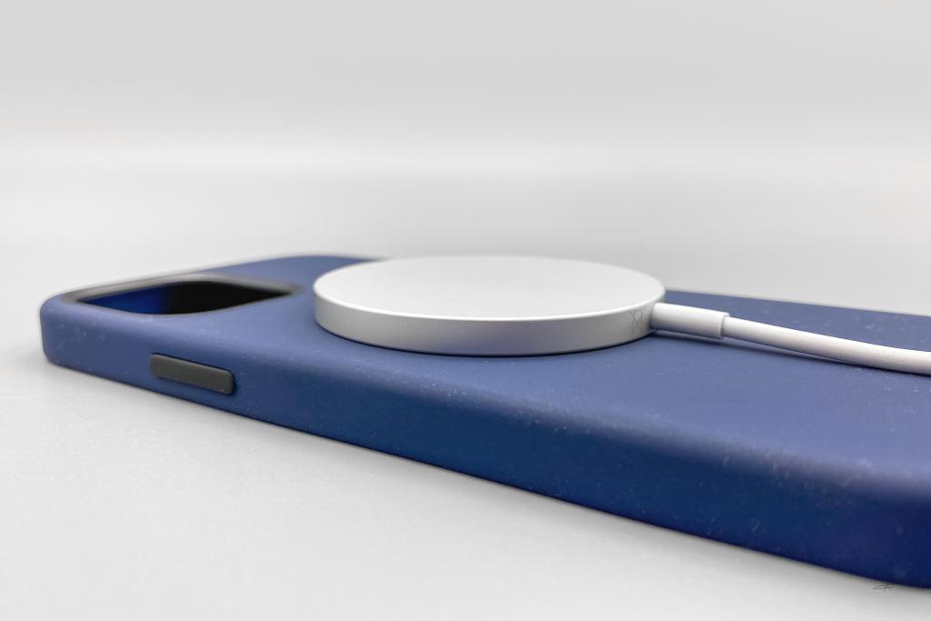 iPhone12硅胶手机壳以及MagSafe磁吸充电器插图1