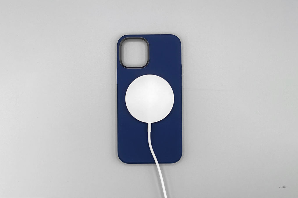iPhone12硅胶手机壳以及MagSafe磁吸充电器插图